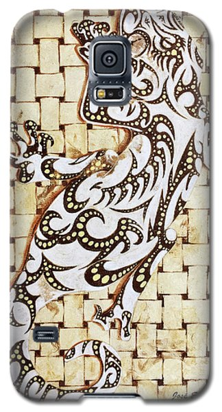 Galaxy S5 Case featuring the painting Golden Gecko by J- J- Espinoza