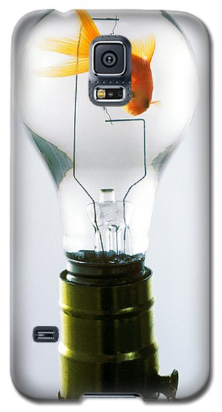 Goldfish In Light Bulb  Galaxy S5 Case by Garry Gay