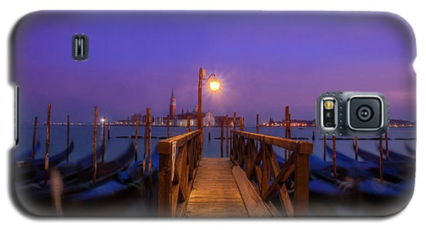 Galaxy S5 Case featuring the photograph Gondolas At Dawn by Andrew Soundarajan