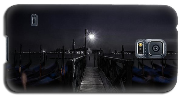Galaxy S5 Case featuring the photograph Gondolas In The Night by Andrew Soundarajan