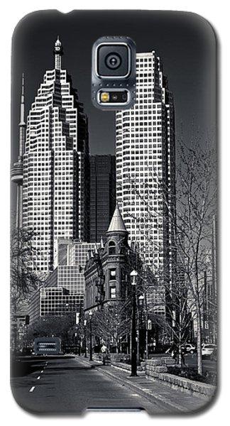 Gooderham Flatiron Building And Toronto Downtown Galaxy S5 Case by Brian Carson
