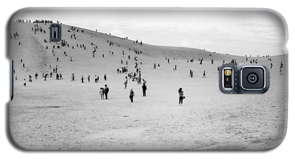 Galaxy S5 Case featuring the photograph Grains Of Sand by Hayato Matsumoto