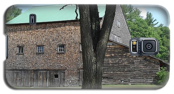 Grammie's Barn Through The Trees Galaxy S5 Case by Kerri Mortenson
