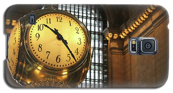 Galaxy S5 Case featuring the photograph Grand Central Station by Wilko Van de Kamp