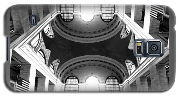 Galaxy S5 Case featuring the photograph Grand Central Terminal Mirrored by Diana Angstadt