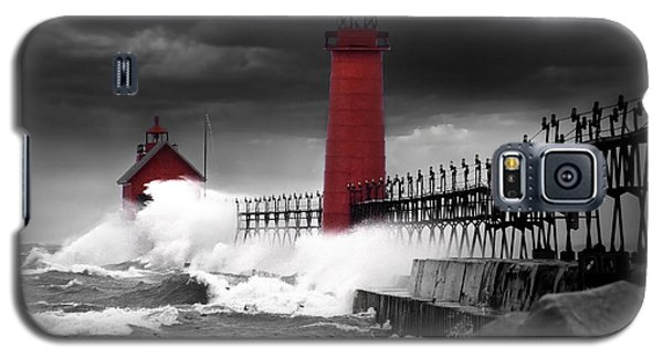 Grand Haven Lighthouse In A Rain Storm Galaxy S5 Case