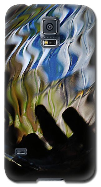 Galaxy S5 Case featuring the photograph Grasping At Curves by Susan Capuano