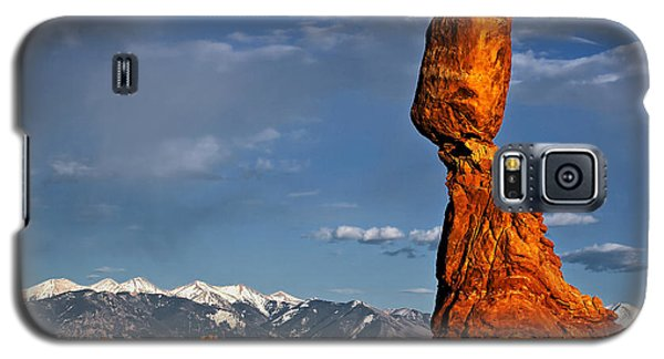 Gravity Defying Balanced Rock, Arches National Park, Utah Galaxy S5 Case