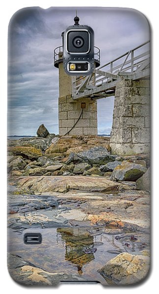 Galaxy S5 Case featuring the photograph Gray Day At Marshall Point by Rick Berk