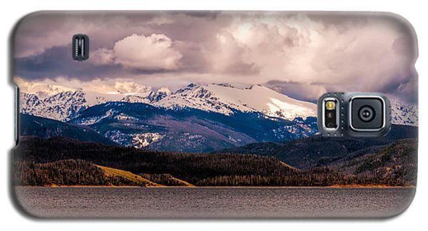 Galaxy S5 Case featuring the photograph Gray Skies Over Lake Granby by Tom Potter