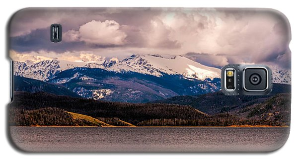 Gray Skies Over Lake Granby Galaxy S5 Case by Tom Potter