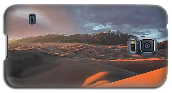 Great Sand Dunes Sunset Galaxy S5 Case by Aaron Spong