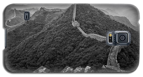Galaxy S5 Case featuring the photograph Great Wall 2, Jinshanling, 2016 by Hitendra SINKAR