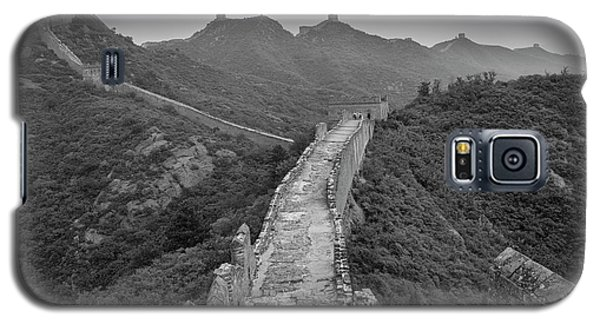Galaxy S5 Case featuring the photograph Great Wall 6, Jinshanling, 2016 by Hitendra SINKAR