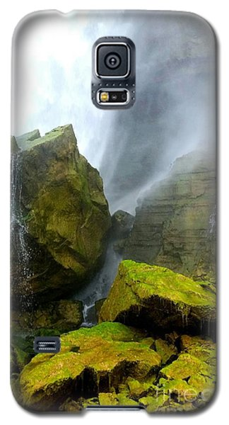 Galaxy S5 Case featuring the photograph Green Falls by Raymond Earley