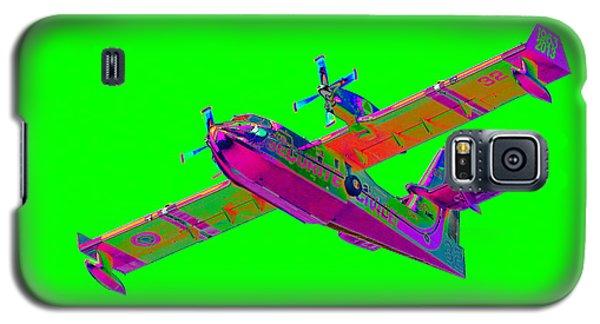 Green Fire Flight  Galaxy S5 Case by Richard Patmore