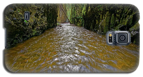 Galaxy S5 Case featuring the photograph Green Flow by Jonathan Davison