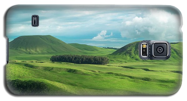 Green Hills On The Big Island Of Hawaii Galaxy S5 Case by Larry Marshall