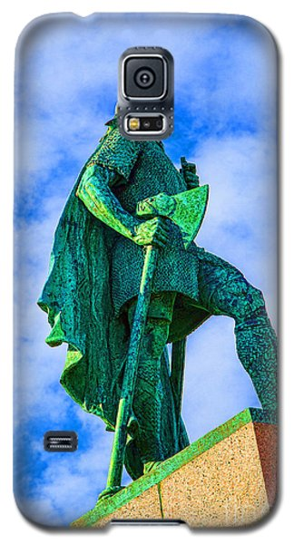 Galaxy S5 Case featuring the photograph Green Leader by Rick Bragan