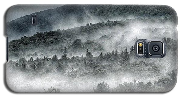 Galaxy S5 Case featuring the photograph Green Mountains With Fog by Penni D'Aulerio