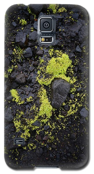 Green On Black On Iceland's Fimmvorduhals Trail Galaxy S5 Case