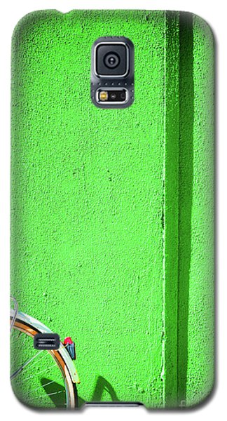 Galaxy S5 Case featuring the photograph Green Wall And Bicycle Wheel by Silvia Ganora