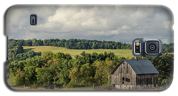 Galaxy S5 Case featuring the photograph Grey Barn by Dan Traun