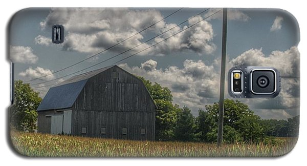 0013 - Grey Barn In A Cornfield Galaxy S5 Case