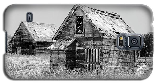 Grizzled Acres In Black And White Galaxy S5 Case by Kandy Hurley