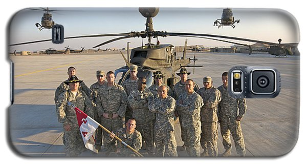 Helicopter Galaxy S5 Case - Group Photo Of U.s. Soldiers At Cob by Terry Moore