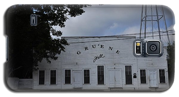Galaxy S5 Case featuring the photograph Gruene  by Helen Haw