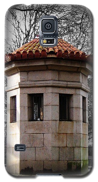 Guardhouse In Prospect Park Brooklyn Ny Galaxy S5 Case by Iowan Stone-Flowers