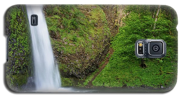 Galaxy S5 Case featuring the photograph Gushing Horsetail Falls by Greg Nyquist