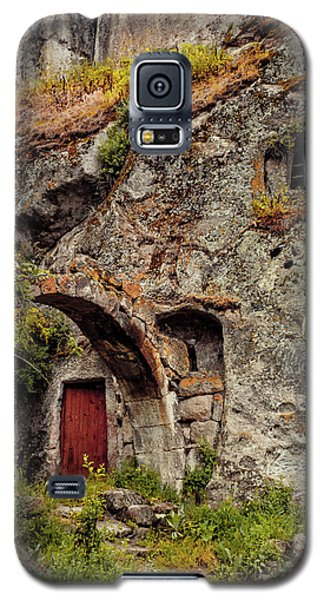 Galaxy S5 Case featuring the photograph Guzelyurt, Turkey - Underground House IIi by Mark Forte