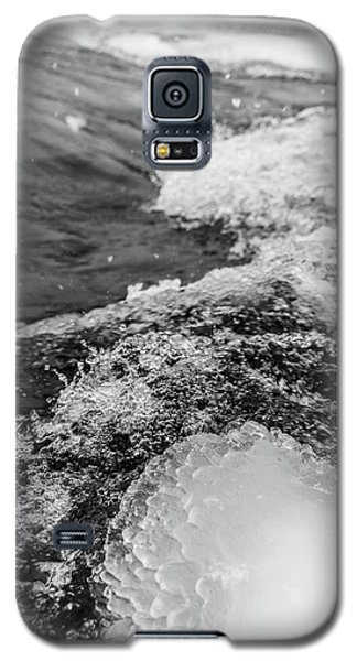 Galaxy S5 Case featuring the photograph H2O by Alex Lapidus