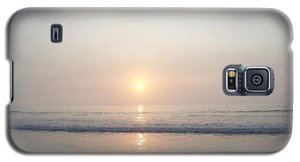 Galaxy S5 Case featuring the photograph Hampton Beach Sunrise by Eunice Miller