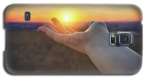 Galaxy S5 Case featuring the photograph Hand Holding Sun - Sunset At Lapham Peak - Wisconsin by Jennifer Rondinelli Reilly - Fine Art Photography