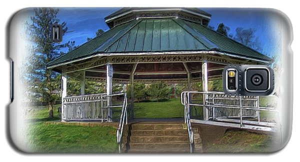 Happy Valley Gazebo Art  Galaxy S5 Case by Thom Zehrfeld