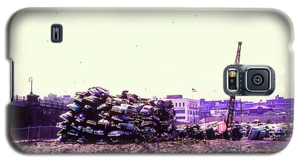 Galaxy S5 Case featuring the photograph Harlem River Junkyard by Cole Thompson