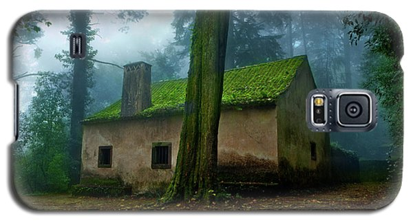Galaxy S5 Case featuring the photograph Haunted House by Jorge Maia