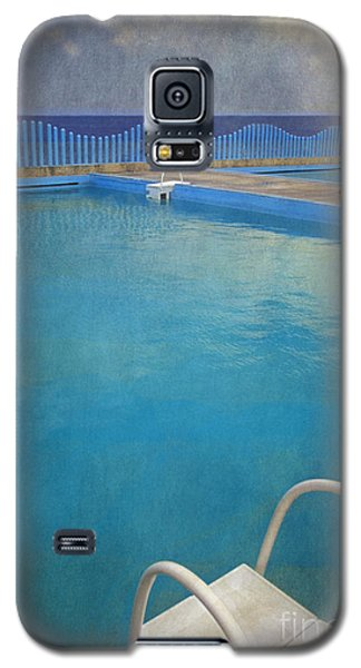 Galaxy S5 Case featuring the photograph Havana Cuba Swimming Pool And Ocean by David Zanzinger