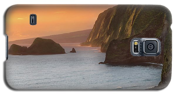 Helicopter Galaxy S5 Case - Hawaii Sunrise At The Pololu Valley Lookout 2 by Larry Marshall