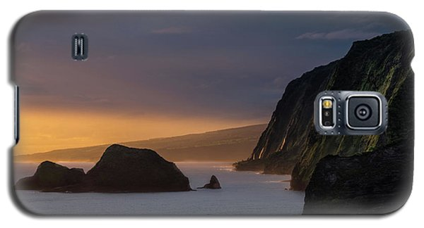 Hawaii Sunrise At The Pololu Valley Lookout Galaxy S5 Case by Larry Marshall