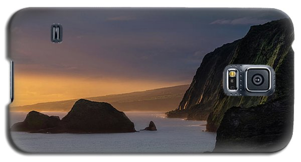 Helicopter Galaxy S5 Case - Hawaii Sunrise At The Pololu Valley Lookout by Larry Marshall
