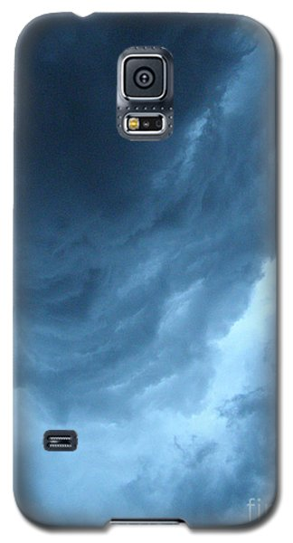 Galaxy S5 Case featuring the photograph Head For Cover by Angie Rea