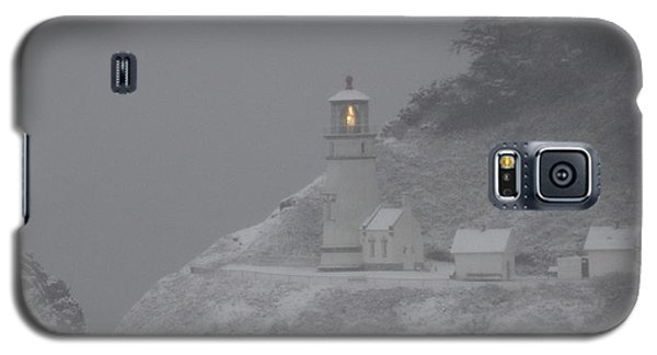 Galaxy S5 Case featuring the photograph Heceta Lighthouse Snowstorm by Kenny Henson