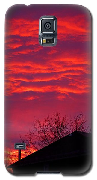 Galaxy S5 Case featuring the photograph Hell Over Ontario by Valentino Visentini