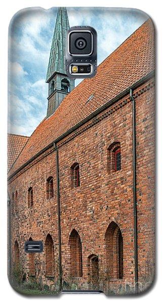 Galaxy S5 Case featuring the photograph Helsingor Saint Mary Church by Antony McAulay