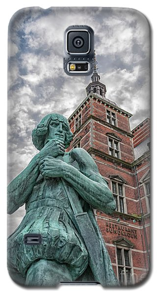 Galaxy S5 Case featuring the photograph Helsingor Train Station Statue by Antony McAulay