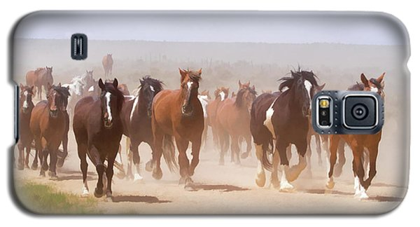 Herd Of Horses During The Great American Horse Drive On A Dusty Road Galaxy S5 Case